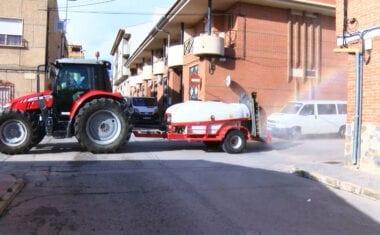 Más de una decena de tractores comienzan con las tareas de pulverización