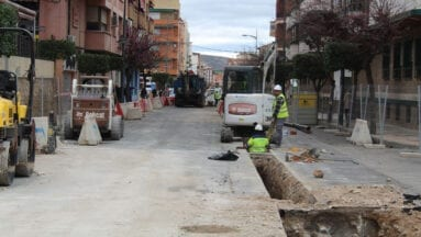 Obras en avenida de Reyes Católicos entre avenida de la Asunción y calle Fueros