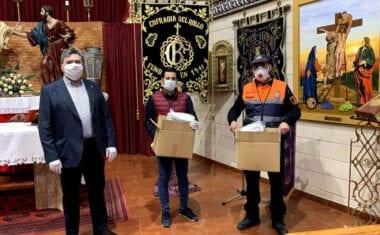 La Cofradía del Rollo entrega al Ayuntamiento 500 mascarillas