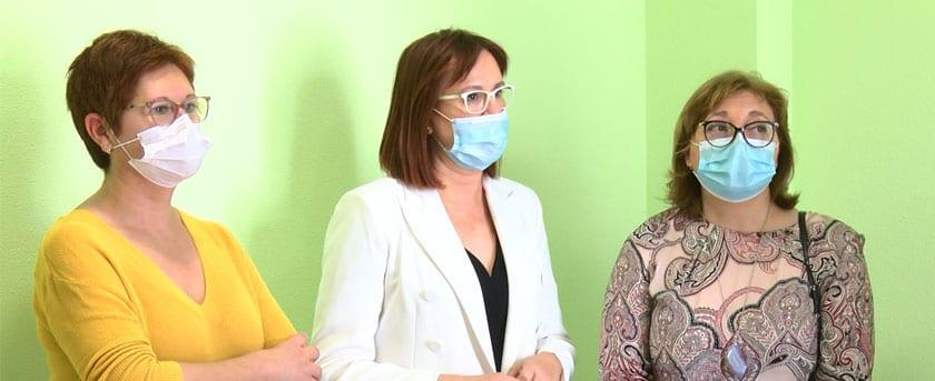 La consejera, Isable Franco, junto a la alcaldesa de Jumilla, Juana Guariola y la presidenta de Aspajunide, Carmen Olivares
