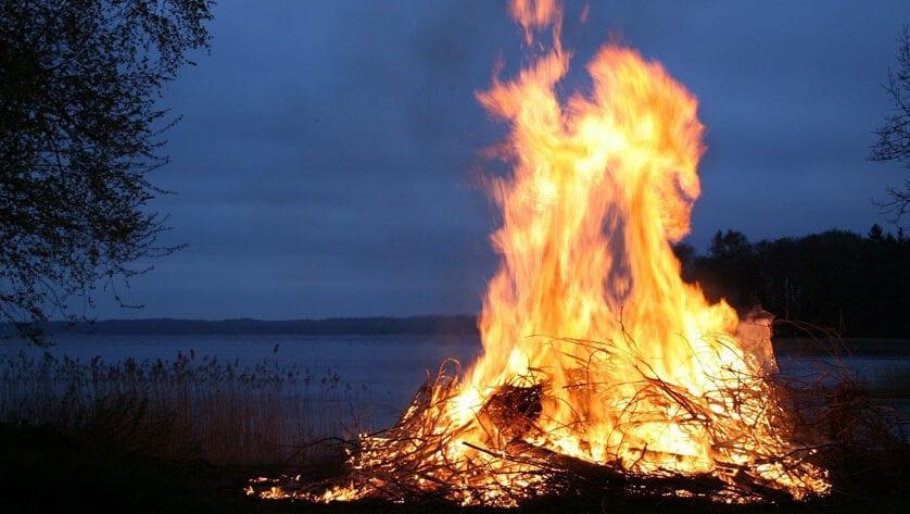 Queda prohibida la quema de restos de poda en zonas próximas a núcleos urbanos
