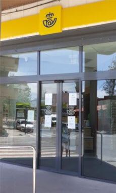 Entrada reformada de la oficina de Correos en Jumilla