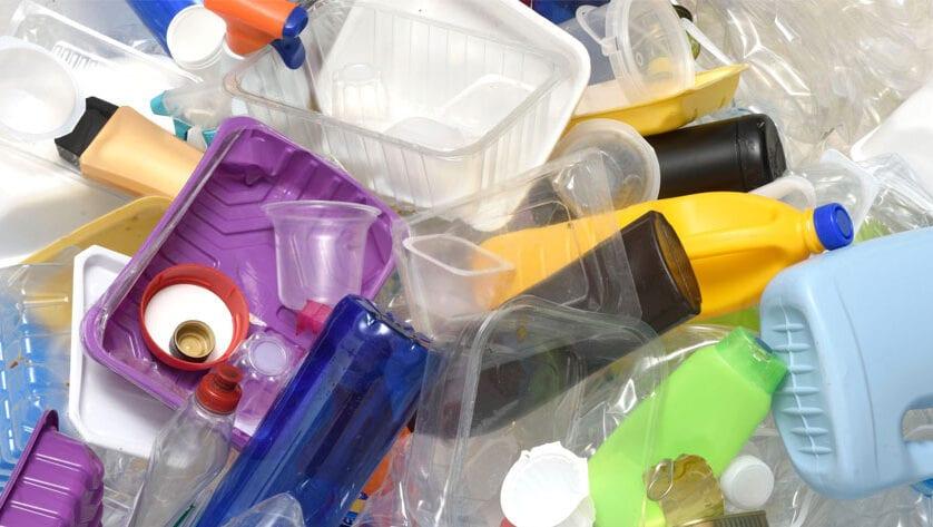 El Gobierno gravará fiscalmente los envases de plástico de un solo uso