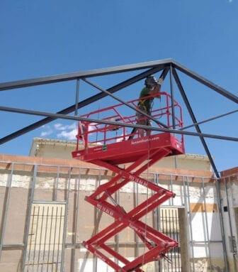 Se está instalando una nueva techumbre