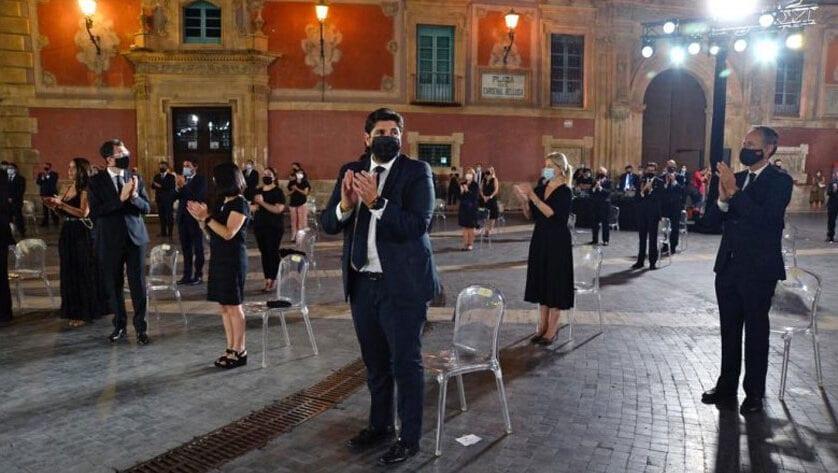 La Región de Murcia rinde homenaje a las víctimas del Covid-19 y a todos los que luchan cada día desde primera línea para hacerle frente