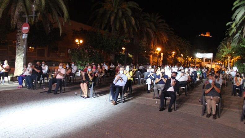 Acto celebrado en el Paseo Poeta Lorenzo Guardiola cumpliendo con las medidas de seguridad necesarias