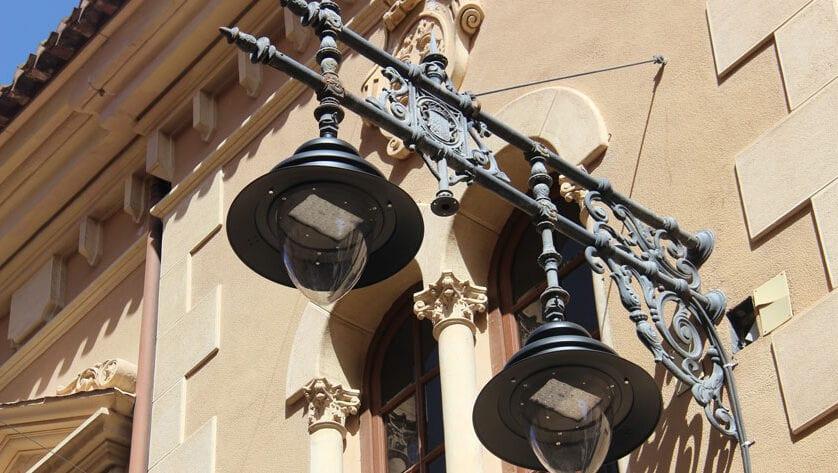 El Ayuntamiento sustituye por tipo led las luminarias de calle Cánovas y del primer tramo de la carretera de Santa Ana