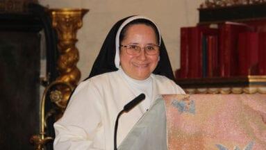 Sor Azucena Cisneros, madre superiorra de la Congregación Misioneras de la Caridad y la Providencia