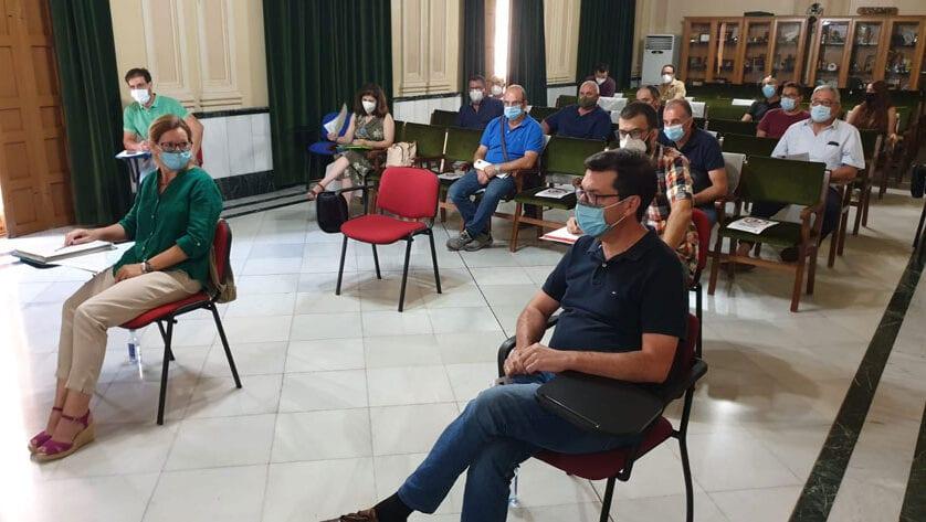 La Plataforma 'Salvemos nuestra tierra' se reúne con la alcaldesa de Jumilla y el concejal de Medio Ambiente