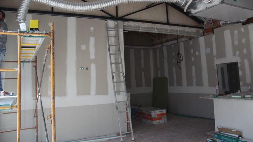 Obras de rehabilitación de uno de los locales sociales de la Cañada del Trigo