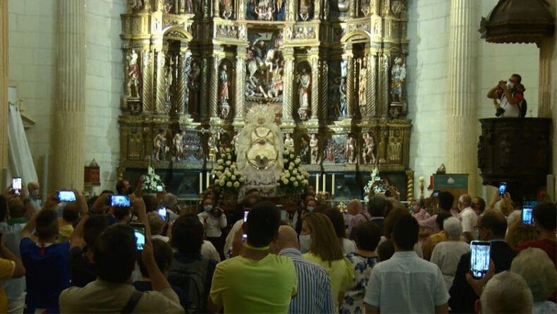Procesión claustral con la Patrona de Jumilla la Virgen de la Asunción