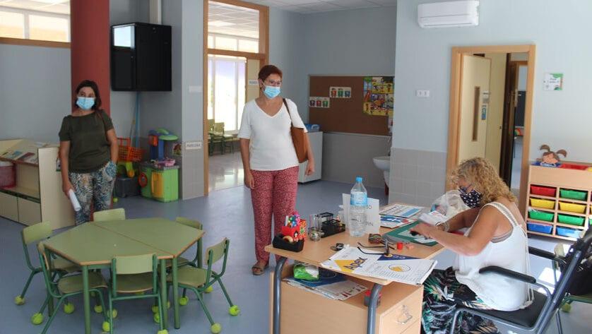 La alcaldesa de Jumilla visita los centros escolares en este inicio de curso no presencial