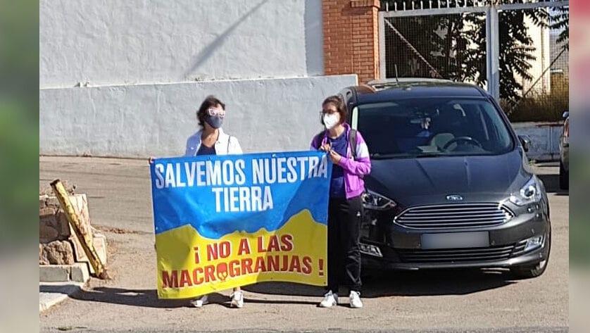 """Acción de la plataforma """"Salvemos Nuestra Tierra, no a las Macrogranjas"""""""