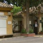 El Ayuntamiento renueva las papeleras y las escaleras públicas móviles del Cementerio Municipal