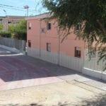 Finalizan las obras de traslado del vallado que aumentan el espacio de patio del CEIP Carmen Conde