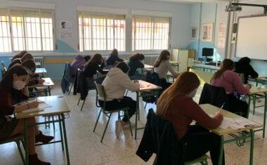Alumnos de los IES Arzobispo Lozano e Infanta Elena realizan las pruebas B1 de Inglés y Francés