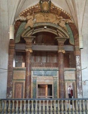 El órgano fue construido a principios el siglo XIX