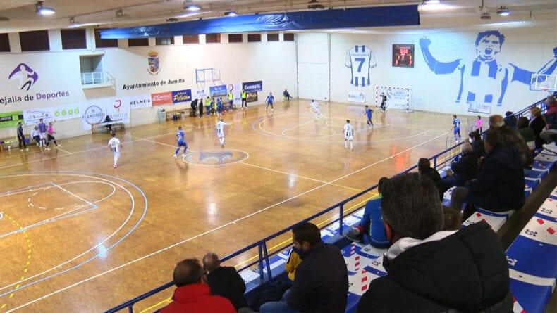 Primer partido con afición en la grada del Carlos García