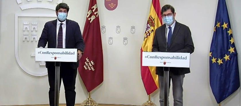 Fernando López Miras estuvo acompañado en su comparecencia por el consejero de Salud, Manuel Villegas