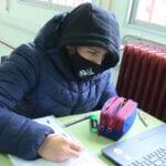 El aumento de contagios y el intenso frío pone en alerta a profesores, padres y alumnos