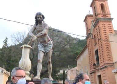 El Cristo Amarrado da su bendición al pueblo de Jumilla desde el atrio del Convento