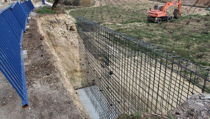 En marcha las obras de reconstrucción del muro de contención en la pedanía de La Zarza