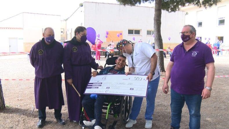 Entrega del cheque solidario a Aspajunide