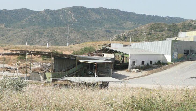 IU Verdes demanda el desmantelamiento y limpieza de la antigua Planta de Basuras