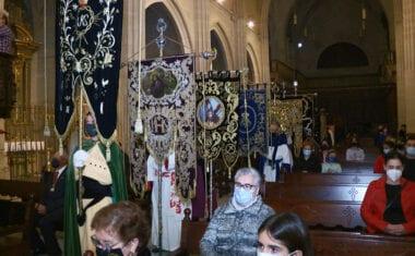 El Vía Crucis del Viernes de Dolores en la Iglesia Mayor de Santiago