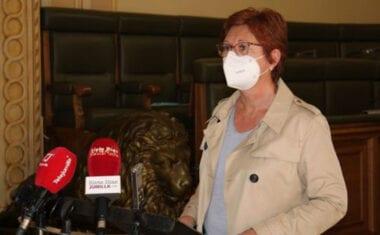 """La alcaldesa muestra su indignación por el posible traslado de las vacunaciones """"ya sea de forma fija o puntual"""" a Yecla"""