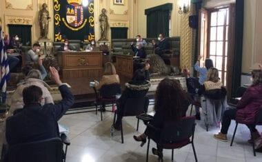 El pleno aprueba solicitar a la CARM a que ponga en marcha ayudas a empresas y autónomos que complementen las del Gobierno de España