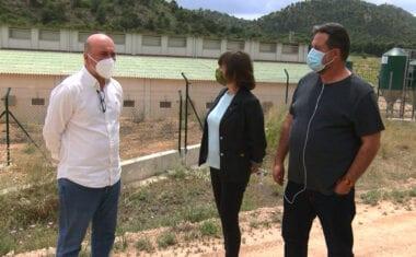 Manu Pineda denuncia en Jumilla la contaminación de las macrogranjas