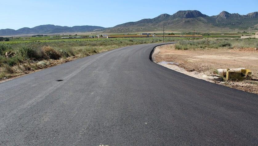 Finalizan las obras de asfaltado de los caminos de Murcia y El Prado