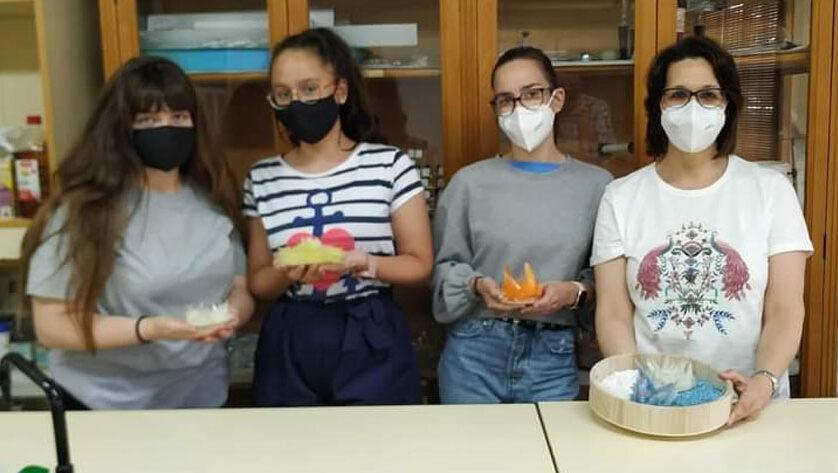 """Tres alumnas del IES Arzobispo Lozano ganan el concurso """"Cristalización en la Escuela-Región de Murcia"""""""