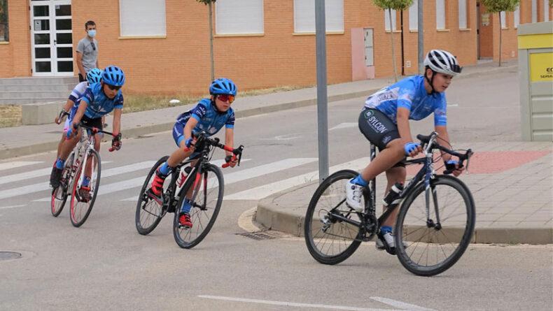 Dos victorias y siete puestos de honor para la Escuela de Ciclismo en el IV Trofeo de Escuelas Barrio de San Juan