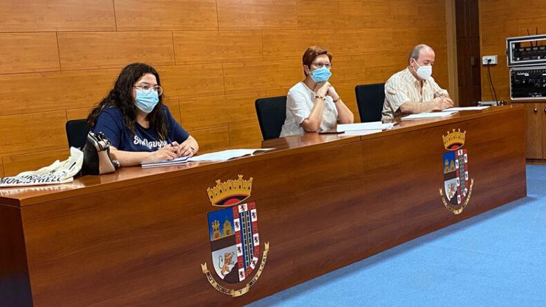 La alcaldesa y la concejal de Turismo en el nuevo órgano