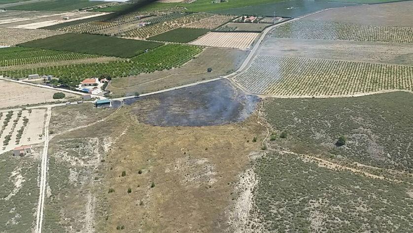 La intervención de los efectivos del Plan Infomur evitan que un incendio se propague a Santa Ana