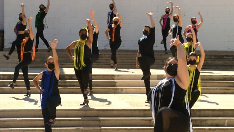 Una treintena de bailarines muestran su apoyo a familiares y enfermos