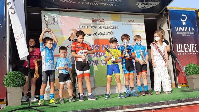 Ciclistas de la Escuela Ciclismo Jumilla en la prueba de Ontur