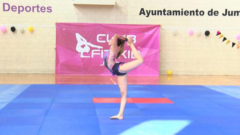 Deporte que combina movimientos gimnásticos con la danza y el baile
