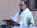 Tras varias semanas hospitalizado, el padre Oliver recibe el alta hospitalaria