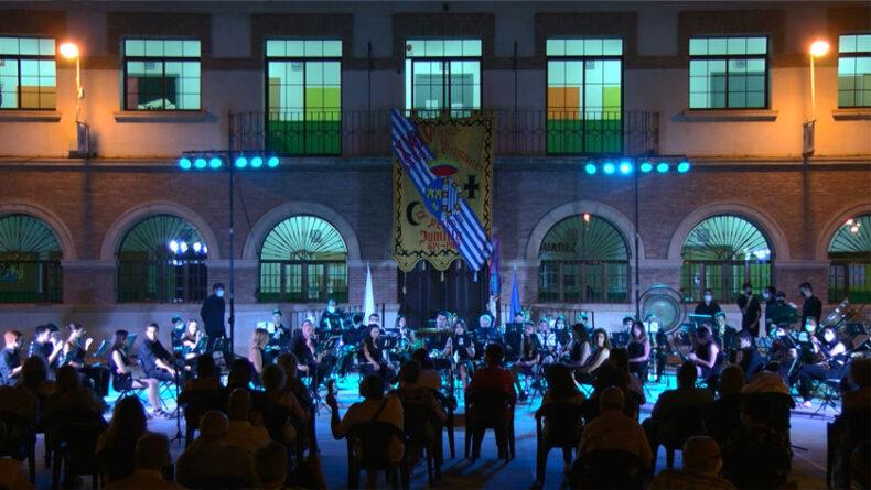 Concierto festero a cargo de la AJAM desde la Plaza de la Glorieta