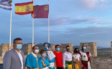 Las banderas ya ondean desde el Castillo de Jumilla