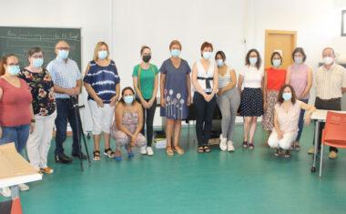 Doce alumnas están tomando parte en la acción formativa 'Arreglos y adaptaciones en prendas de textil y piel'